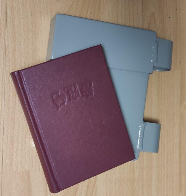 Gipfelbuch und Gipfelbuchkapsel