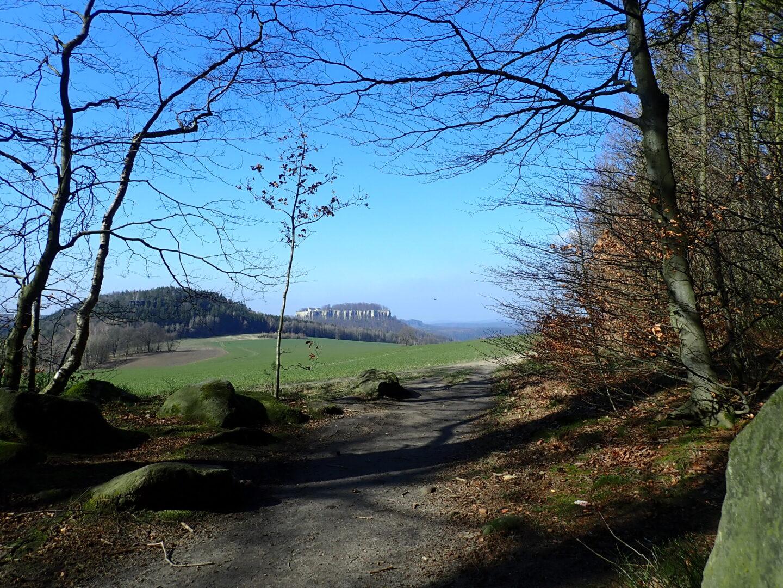Wanderweg am Paffenstein Blick Richtung Quirl und Königstein